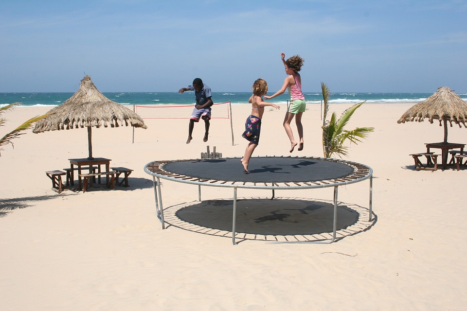 Le trampoline, un accessoire de jeu adapté pour les enfants de moins de trois ans